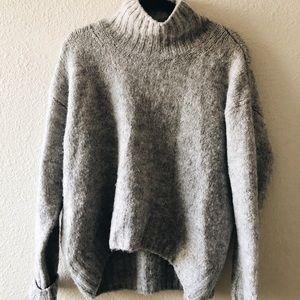 H&M Gray Turtleneck Sweater